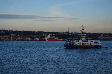 Woodside 1 and CCGS Louis S. St. Laurent